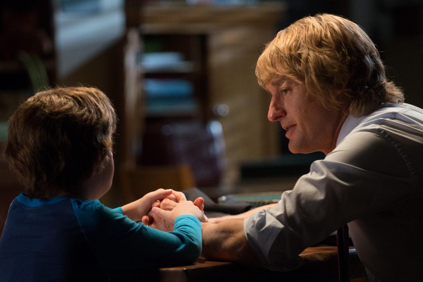 Auggie Pullman (Jacob Tremblay) spricht mit seinem Vater Nate (Owen Wilson)